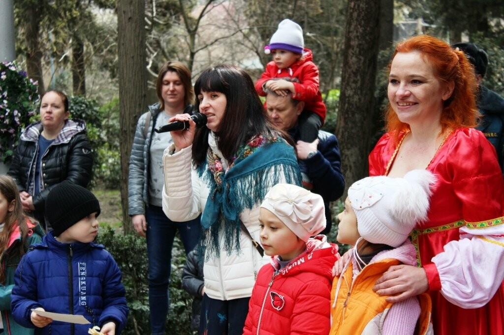 В Пионерском парке Ялты 500 человек отметили Масленицу: блинов хватило на всех, фото-1