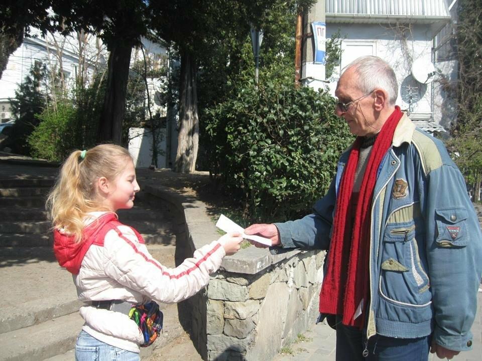 В Ялте дети провели акцию «Книги наши друзья, скажем нет гаджетам!», фото-1