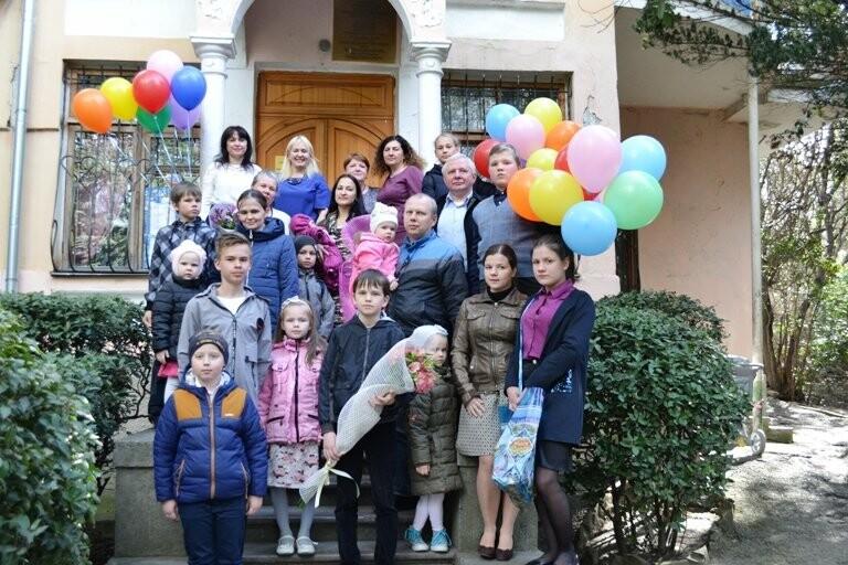 В ЗАГСе Ялты чествовали многодетные семьи, фото-1