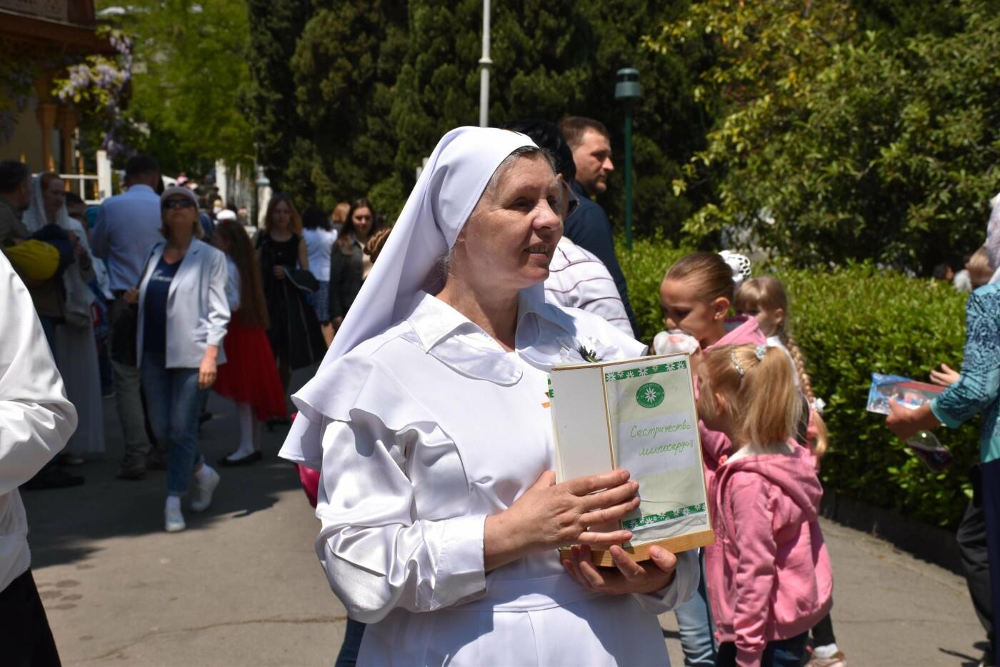В Ливадии в 14 раз прошла благотворительная ярмарка «Белый цветок», фото-1