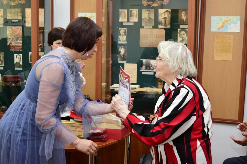 В Ялте впервые прошел «День дарения»: городской музей пополнился новыми экспонатами, фото-2