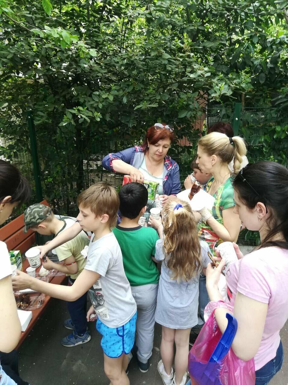 Жители Ялты вышли на субботник вместе с детьми, фото-3