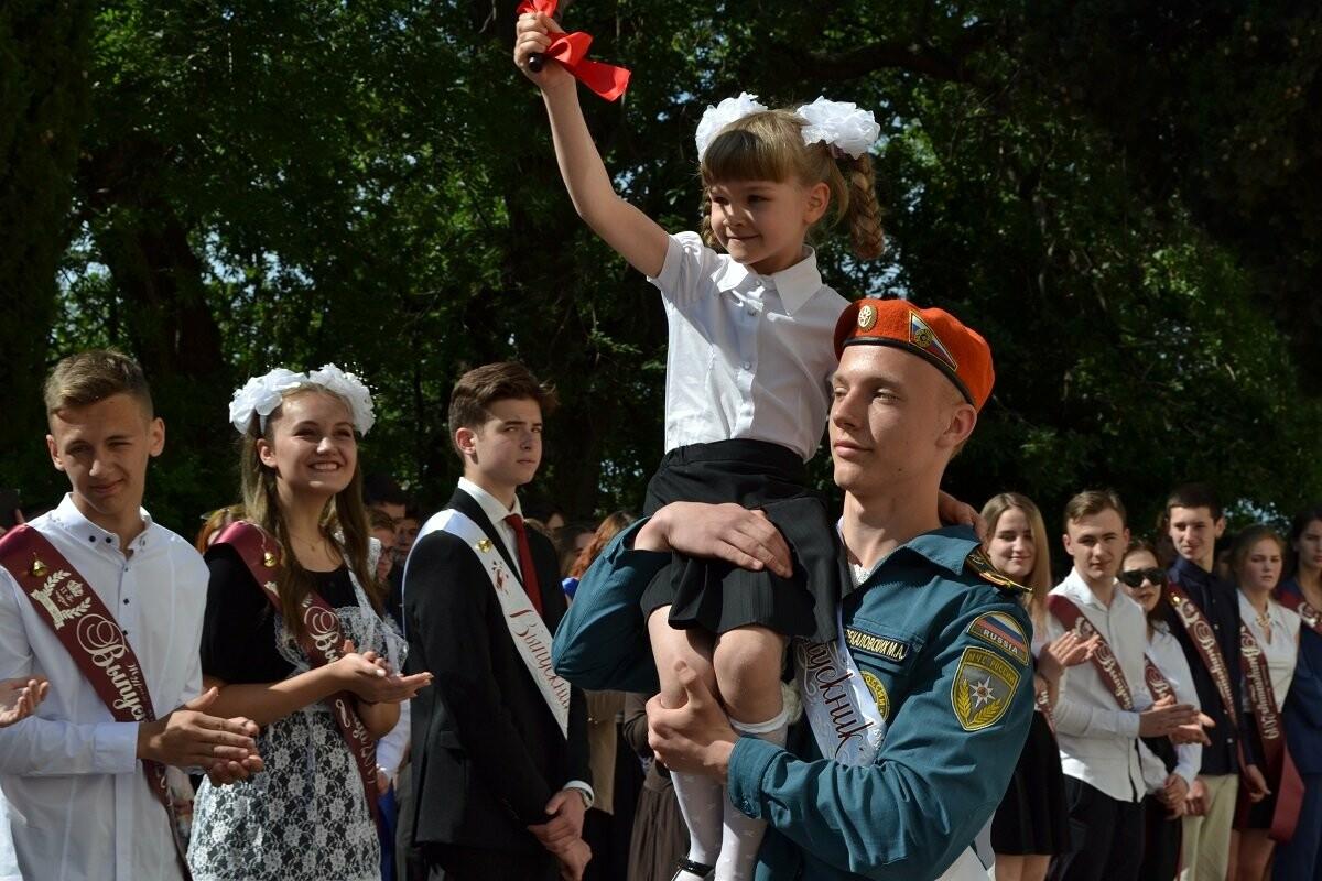 Школьников Ялты поздравили с окончанием учебного года, фото-1