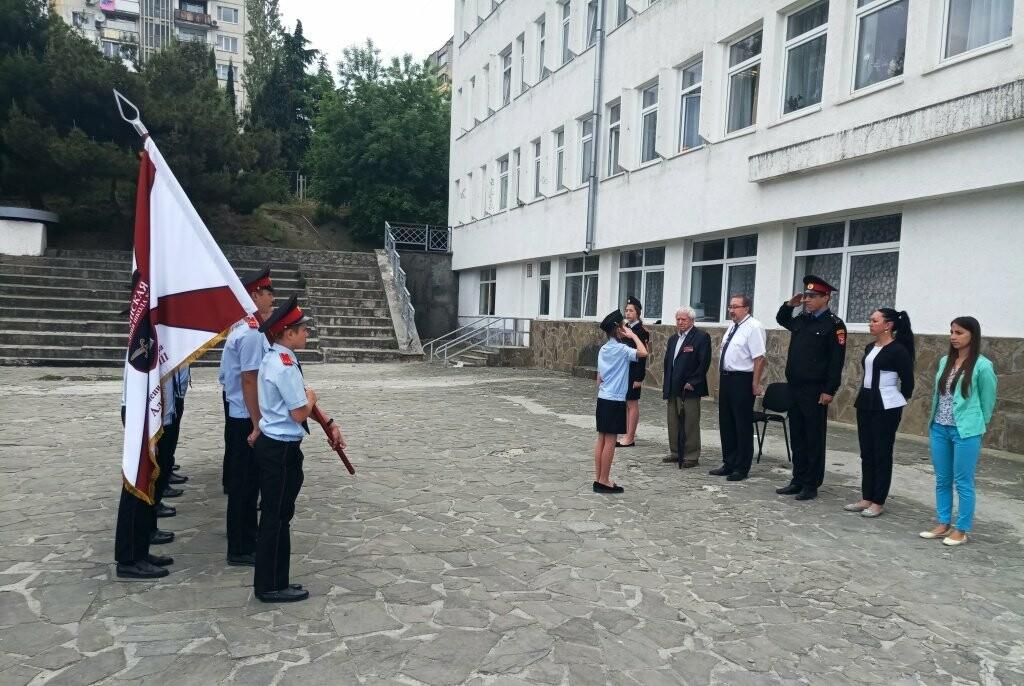 В Ялте школьники встретились с ветераном ВОВ, писателем Андреем Бобыльковым, фото-1