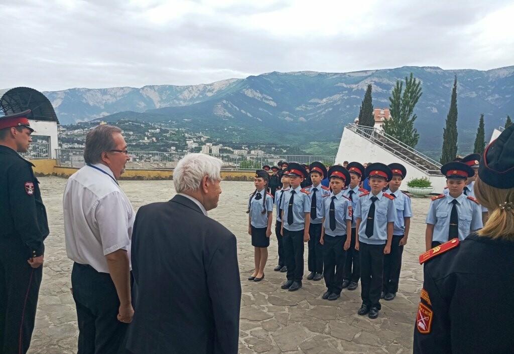 В Ялте школьники встретились с ветераном ВОВ, писателем Андреем Бобыльковым, фото-2