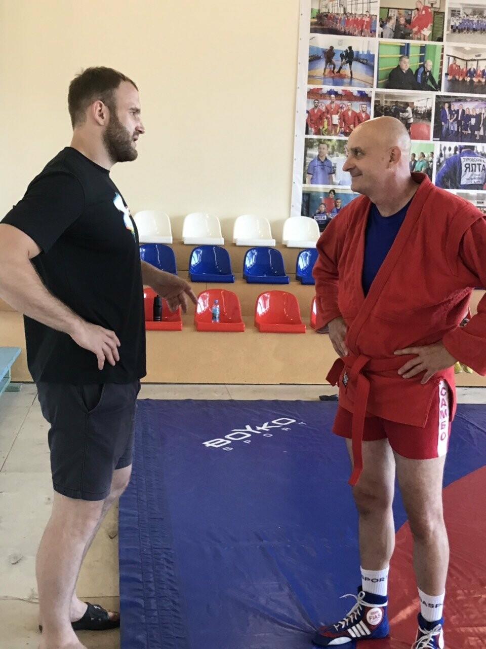 Тренировку юных самбистов Ялты посетил чемпион мира и Европы Денис Гольцов , фото-1