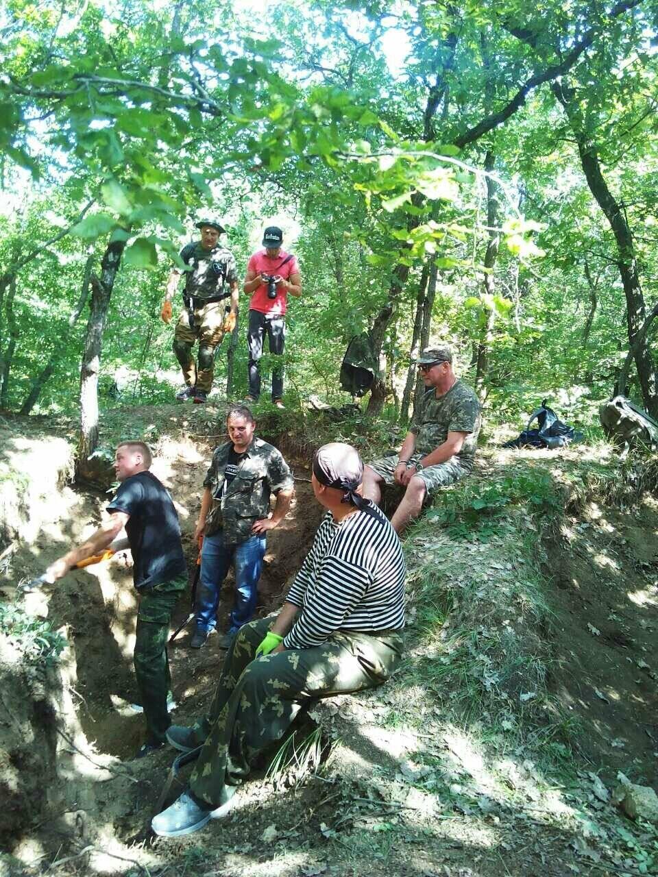 Поисковики из Ялты подняли останки 5-ти защитников Севастополя, фото-2