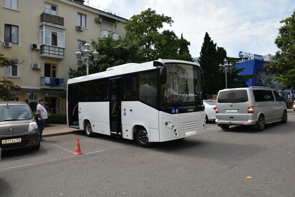 """Автобус, созданный в Ульяновске, проходит """"тест-драйв"""" в условиях Большой Ялты, фото-1"""