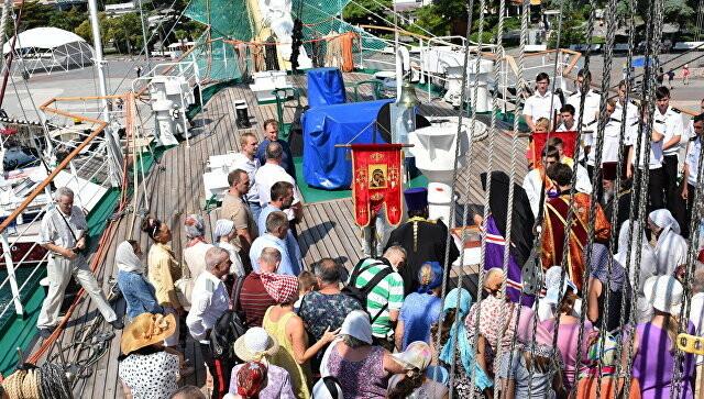 Морской крестный ход с мощами святых пришел к берегу Ялты, фото-1
