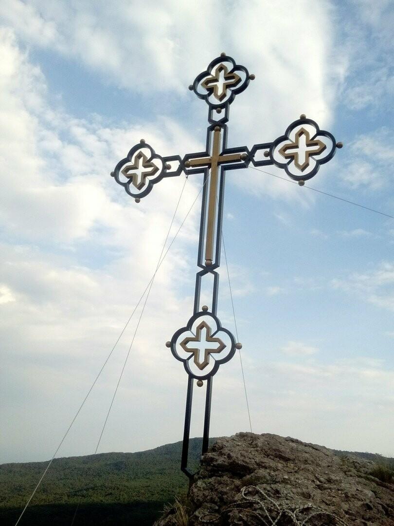 На пике скалы Ставри-Кая в Ялте снова появился крест, фото-5