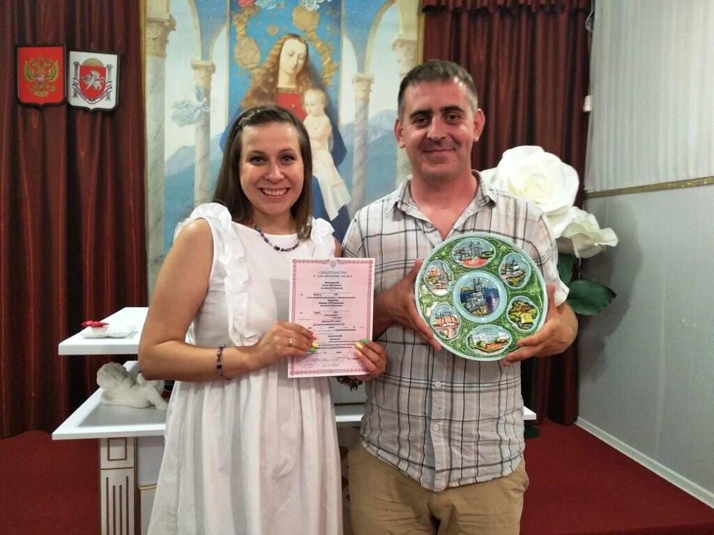 В Ялте с начала года зарегистрировали брак 500 пар, фото-2
