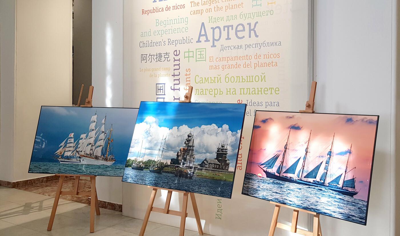 В «Артеке» открылась фотовыставка «Аристократы морей» о самых известных парусниках мира, фото-1