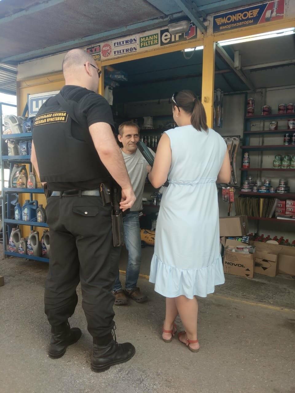 В Ялте за неуплату налогов арестовали автомобиль и кассовые аппараты , фото-3