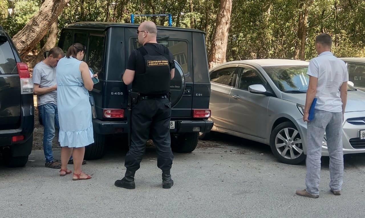 В Ялте за неуплату налогов арестовали автомобиль и кассовые аппараты , фото-1