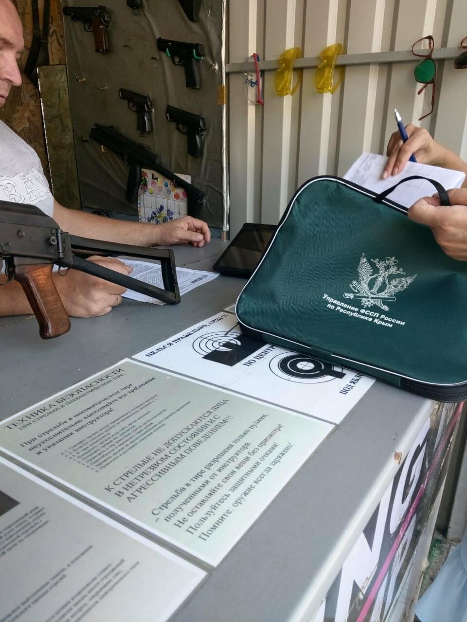 В Ялте за неуплату налогов арестовали автомобиль и кассовые аппараты , фото-2