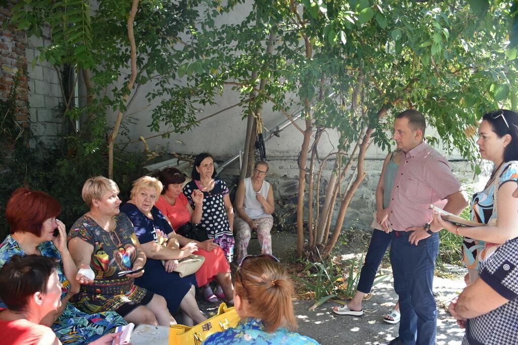 Бессмертные бараки в историческом центре Ялты: не живем, а выживаем , фото-1