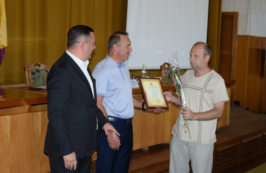 Еще две ялтинские многодетные семьи получили сертификаты на приобретение микроавтобусов, фото-1