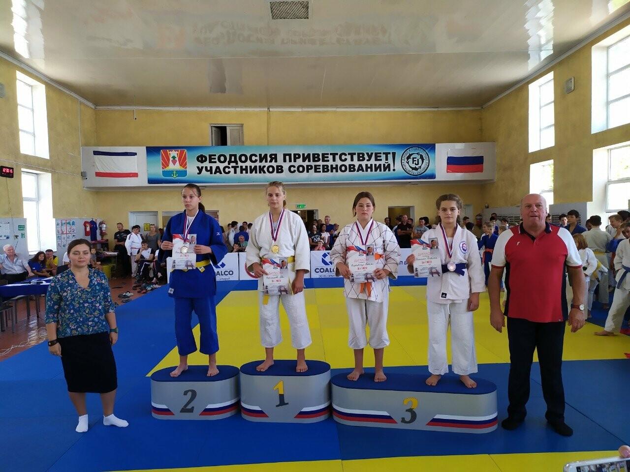 Ялтинские дзюдоисты привезли медали с татами Феодосии, фото-2
