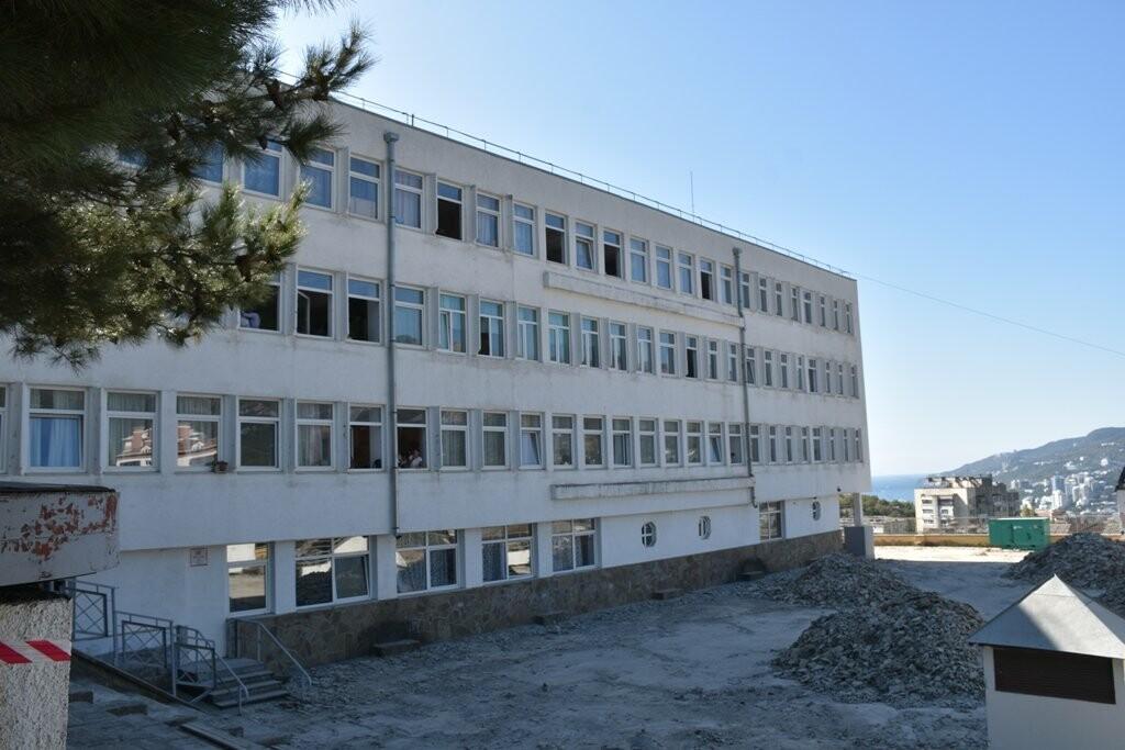 В Ялтинской школе №11 начали ремонт кровли за 9,5 млн.: учебный процесс не пострадает, фото-2