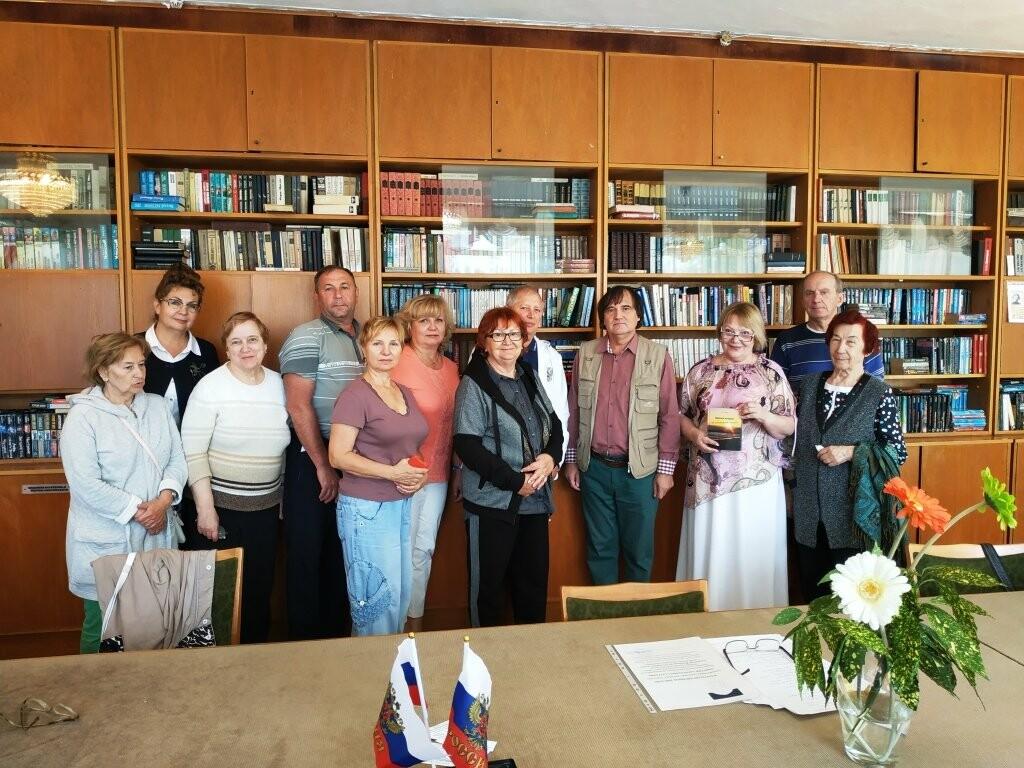 В  библиотеке санатория «Дюльбер» прошла творческая встреча с писателем Дмитрием Сергеевым, фото-1