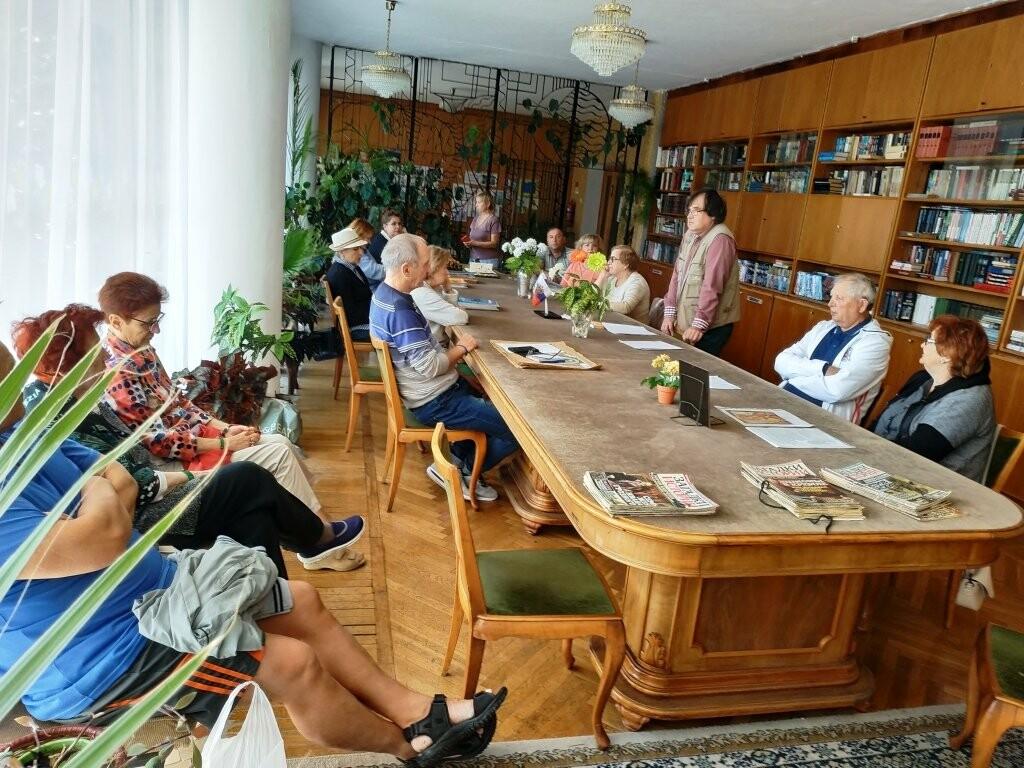 В  библиотеке санатория «Дюльбер» прошла творческая встреча с писателем Дмитрием Сергеевым, фото-2