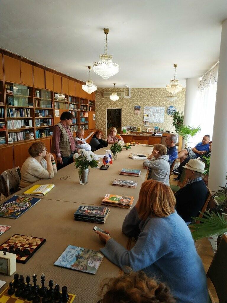 В  библиотеке санатория «Дюльбер» прошла творческая встреча с писателем Дмитрием Сергеевым, фото-3