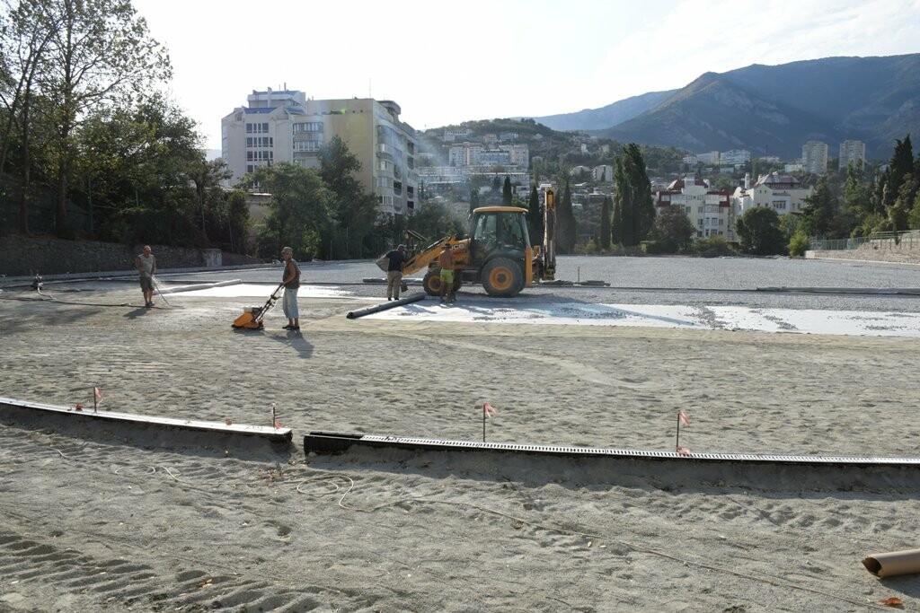 Капитальный ремонт на стадионе «ДЮЦФС» в Ялте закончится в срок, фото-1