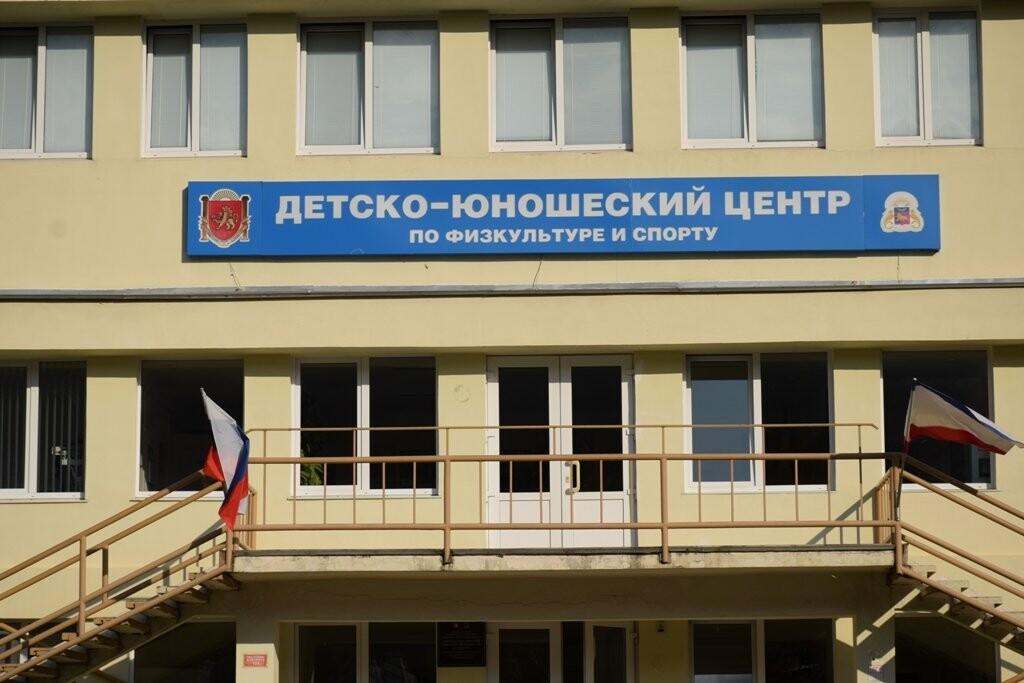Капитальный ремонт на стадионе «ДЮЦФС» в Ялте закончится в срок, фото-3