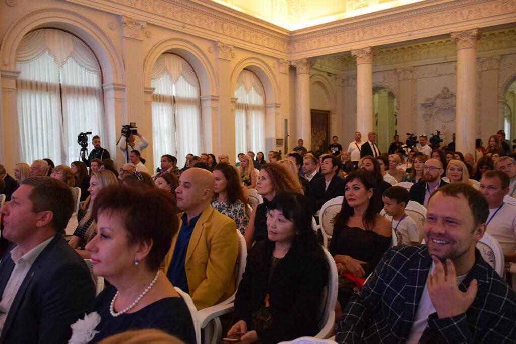 Глава администрации Ялты вручил приз зрительских симпатий на фестивале «Евразийский мост», фото-13