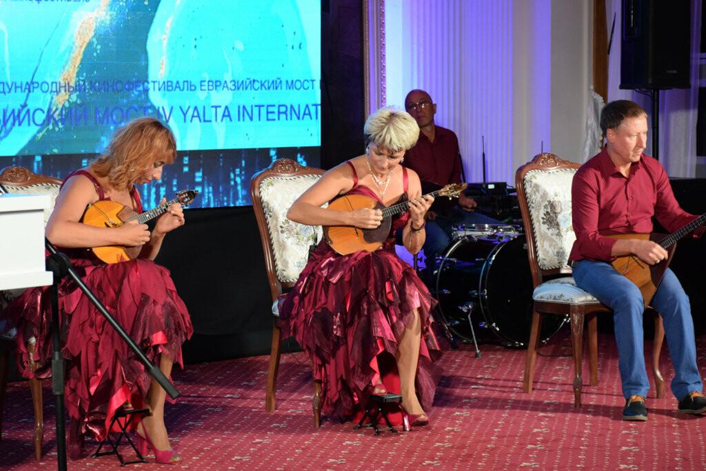 Глава администрации Ялты вручил приз зрительских симпатий на фестивале «Евразийский мост», фото-15