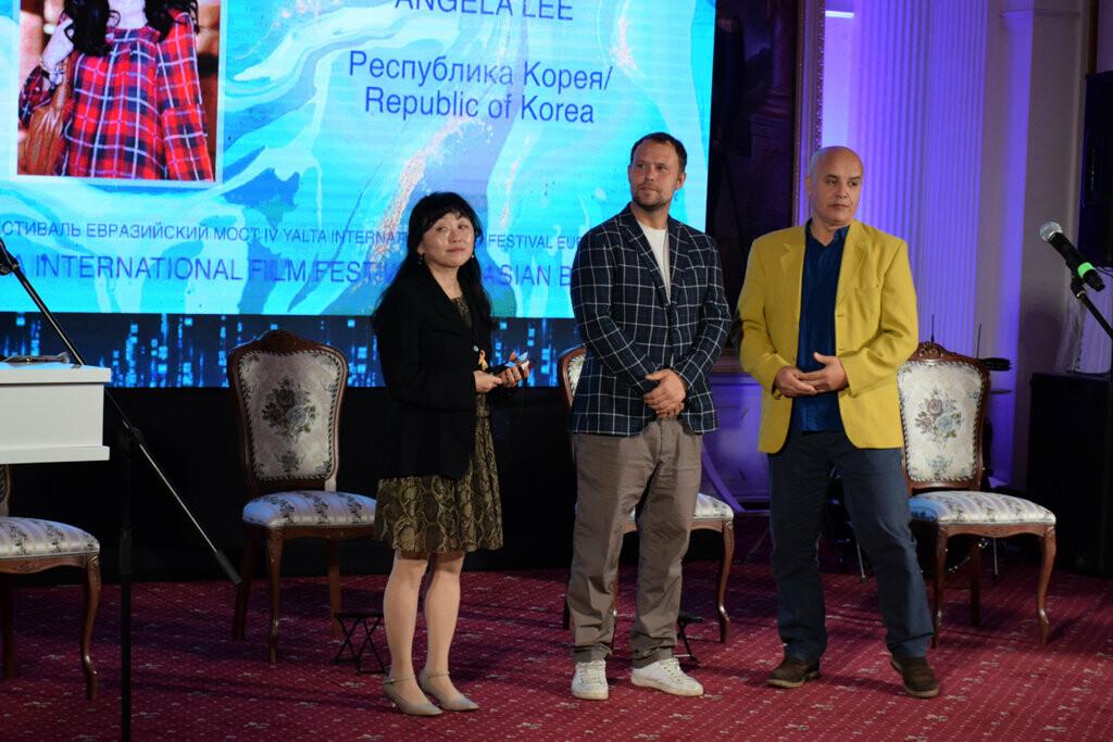 Глава администрации Ялты вручил приз зрительских симпатий на фестивале «Евразийский мост», фото-4