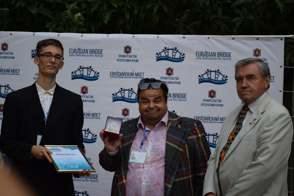 Глава администрации Ялты вручил приз зрительских симпатий на фестивале «Евразийский мост», фото-7