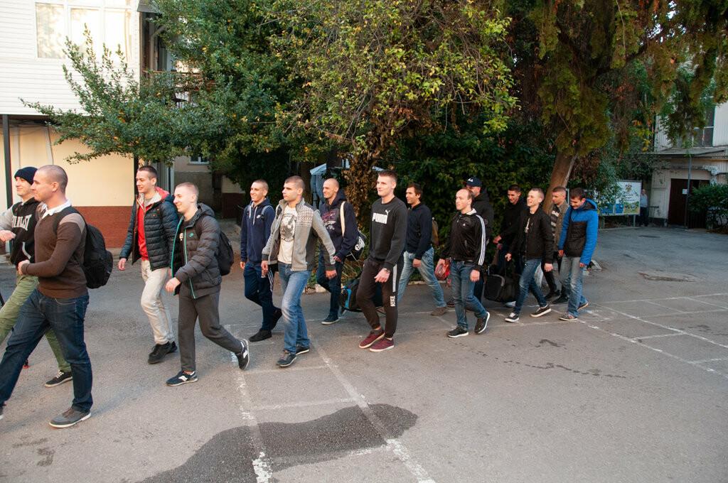 В Ялте торжественно проводили первую группу призывников, фото-4