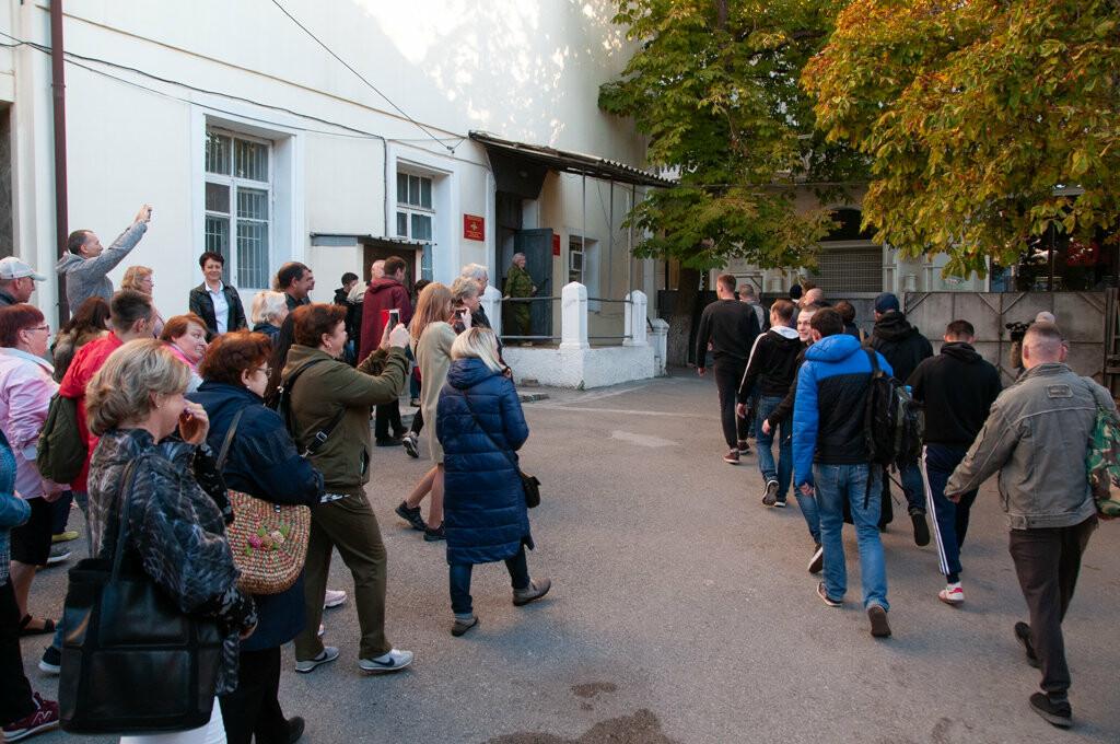В Ялте торжественно проводили первую группу призывников, фото-1