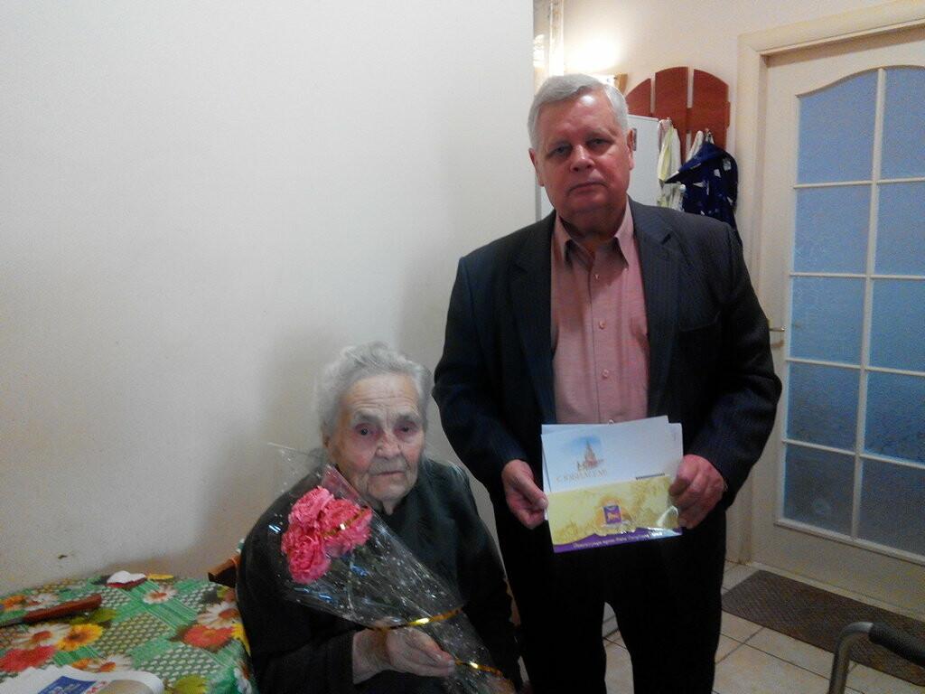 Жители Ялты принимали поздравления с юбилеями, фото-2
