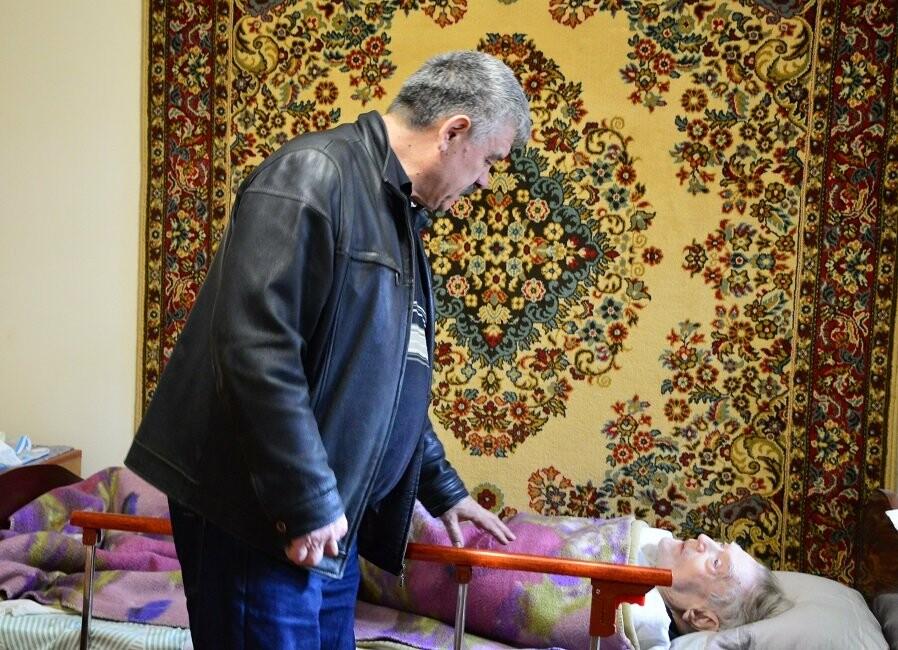 В День Неизвестного солдата активисты посетили алупкинского ветерана ВОВ Александра Крижевского, фото-6
