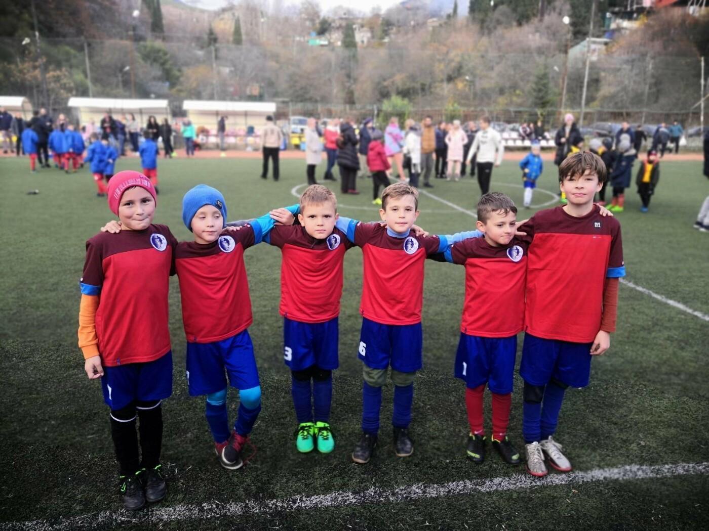 В Ялте воспитанники ГБУ РК «Спортивная школа № 6» отметили Всемирный день футбола турниром, фото-3