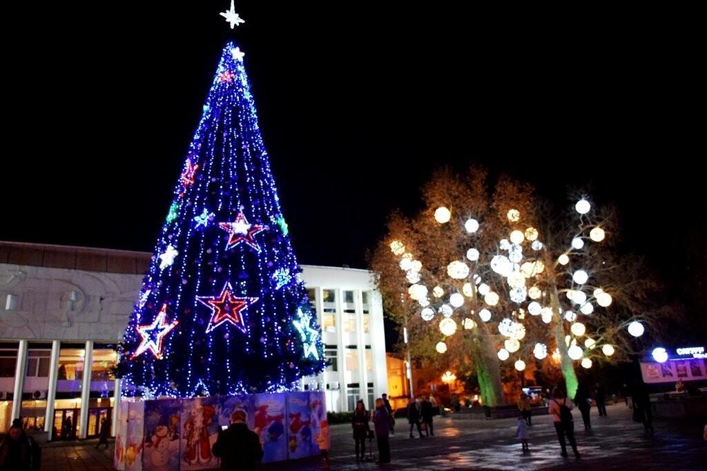 Новогодняя иллюминация будет появляться на улицах Ялты вплоть до 28 декабря, фото-1