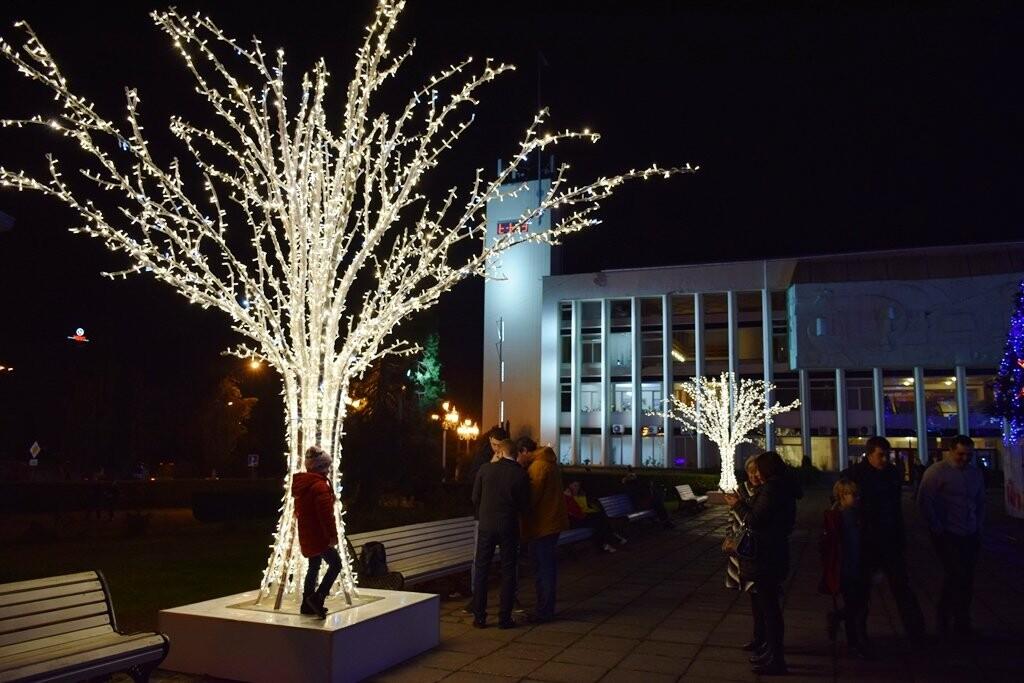 Новогодняя иллюминация будет появляться на улицах Ялты вплоть до 28 декабря, фото-2