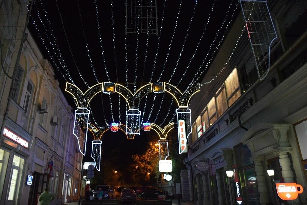 Новогодняя иллюминация будет появляться на улицах Ялты вплоть до 28 декабря, фото-5