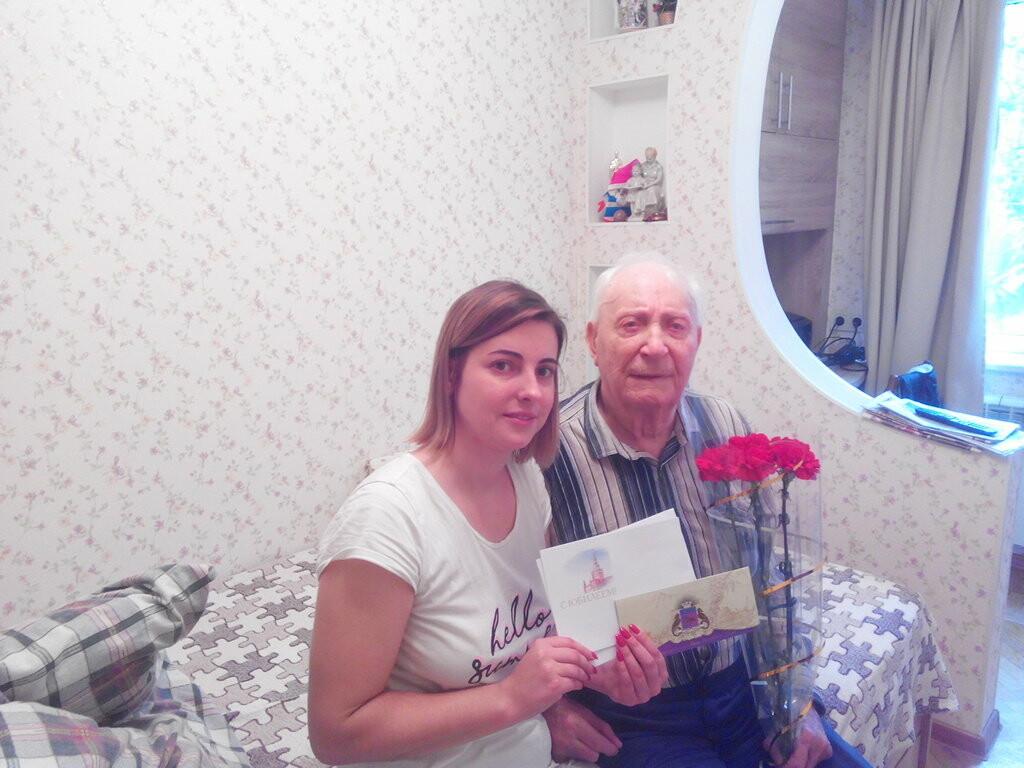 Почетные юбиляры Ялты получили поздравления от города, фото-1