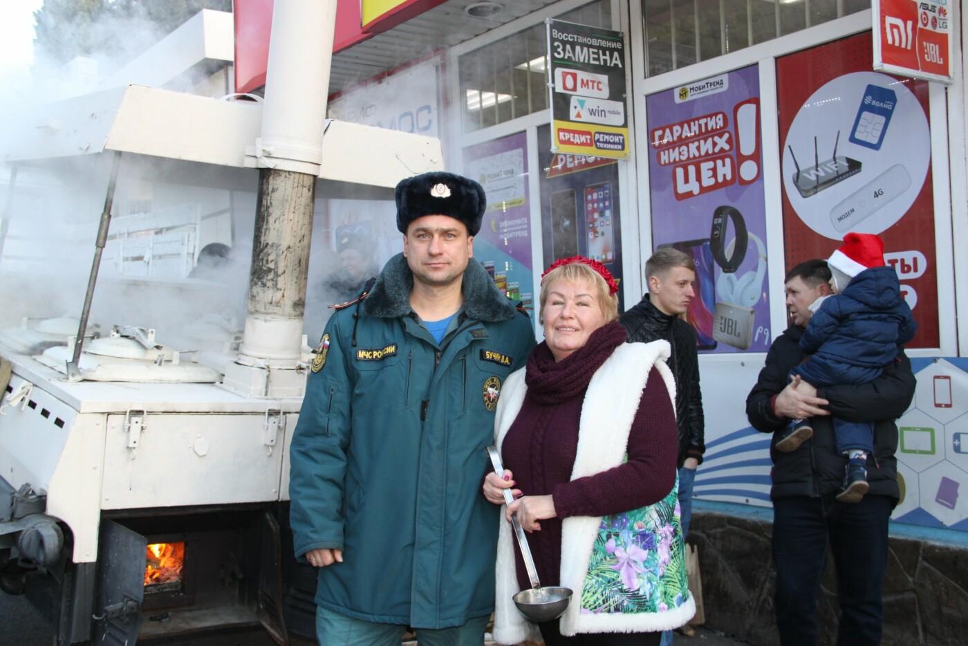 В Алупке в честь открытия городской елки прошагал Первый парад сказочных персонажей, фото-8