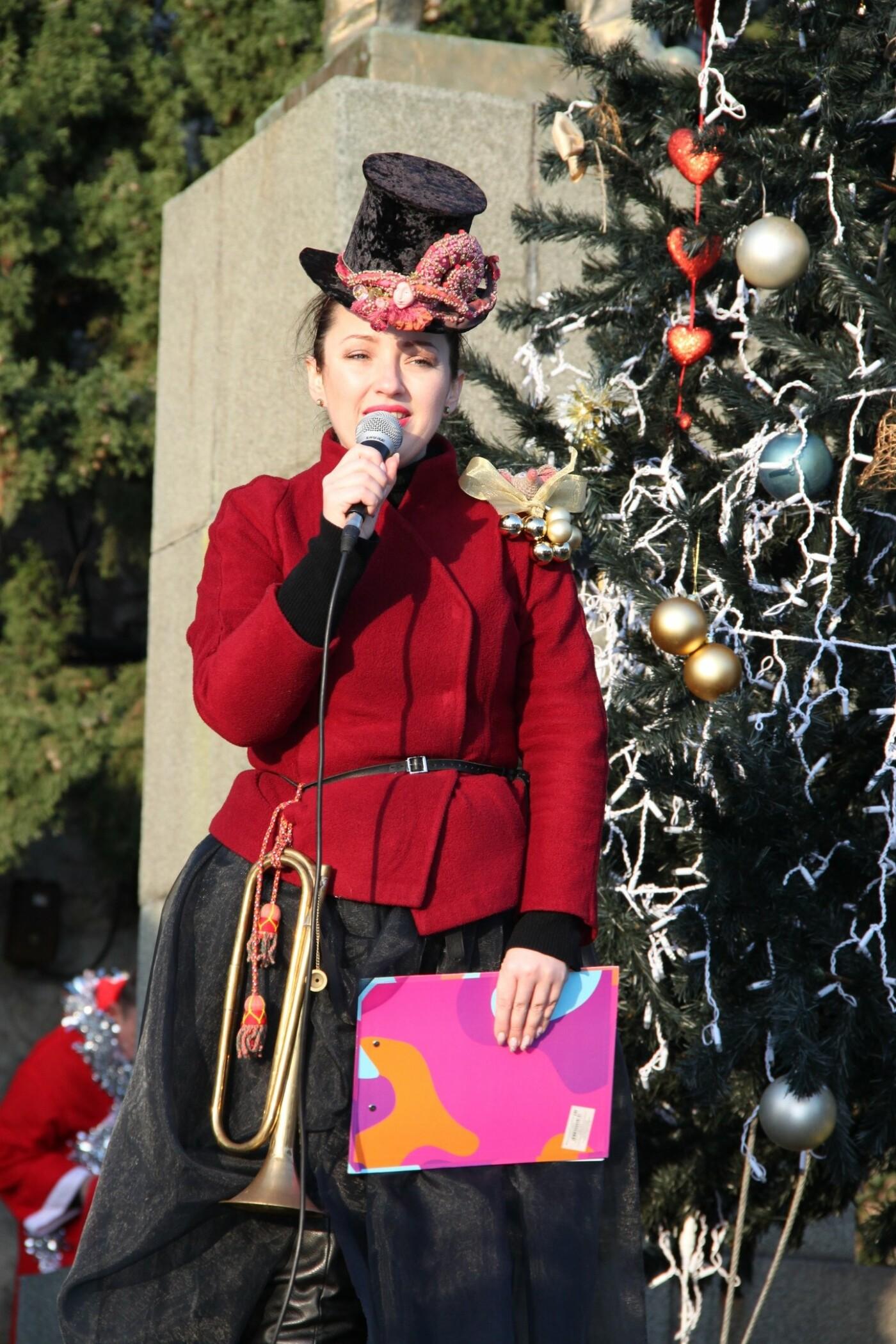 В Алупке в честь открытия городской елки прошагал Первый парад сказочных персонажей, фото-6