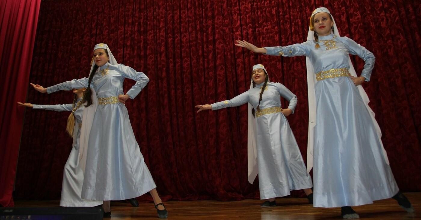 Новогодний серпантин: в Гаспре провели праздничный концерт с самыми лучшими номерами года , фото-2