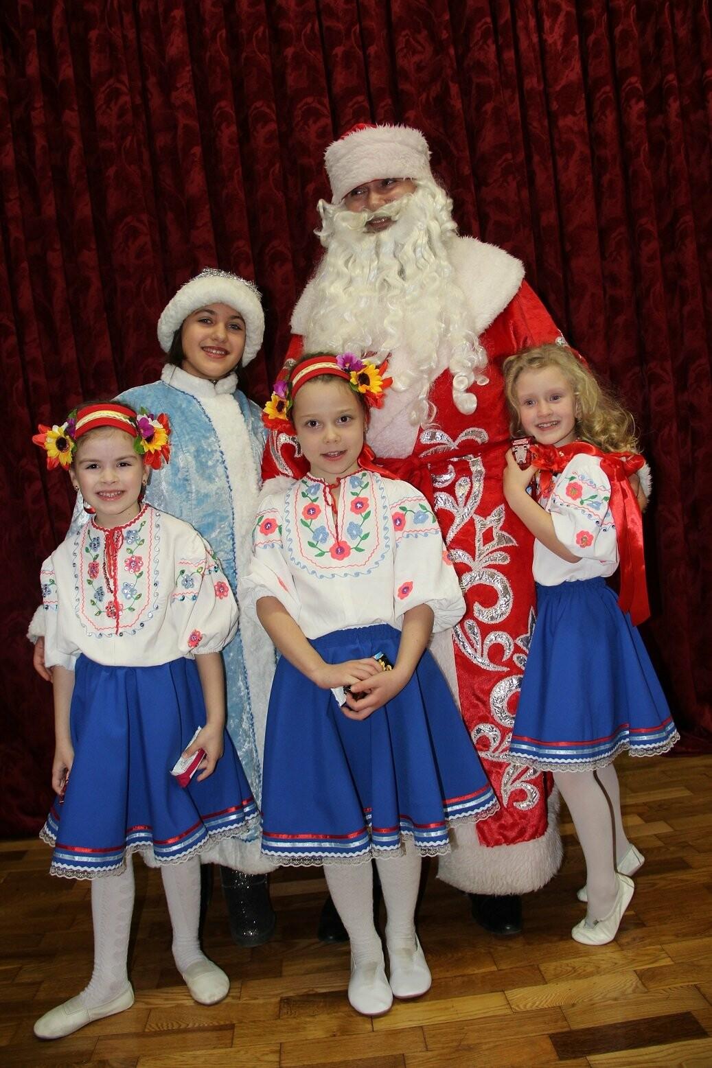 Новогодний серпантин: в Гаспре провели праздничный концерт с самыми лучшими номерами года , фото-3