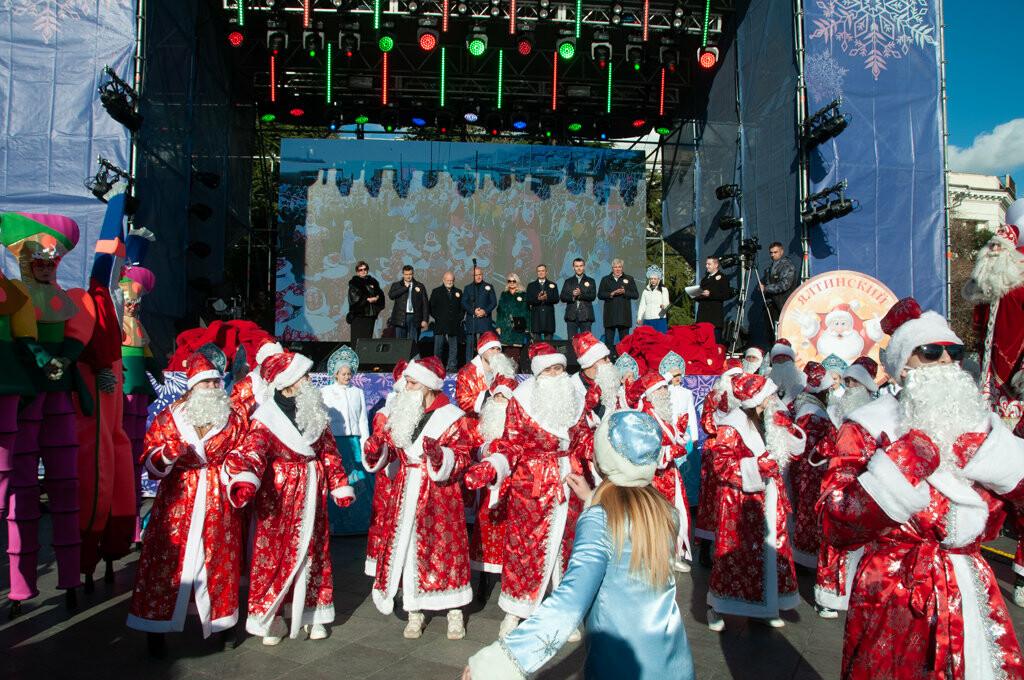 Юбилейный Мороз-парад в Ялте собрал почти тысячу участников, фото-3