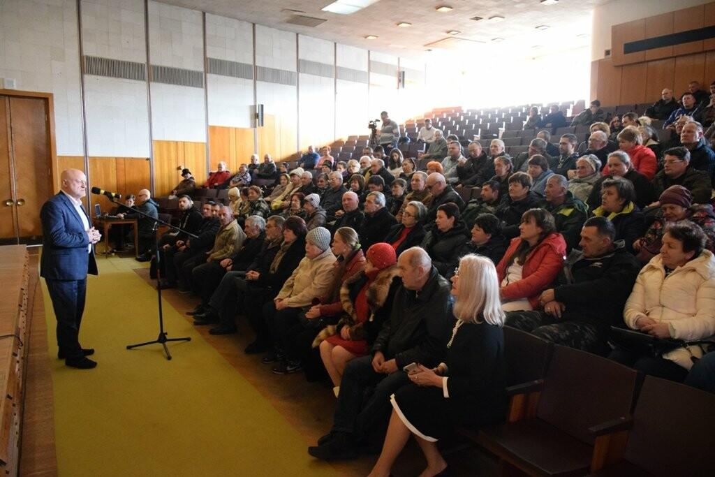 Глава Ялты поздравил сотрудников муниципальных предприятий с праздниками, фото-1