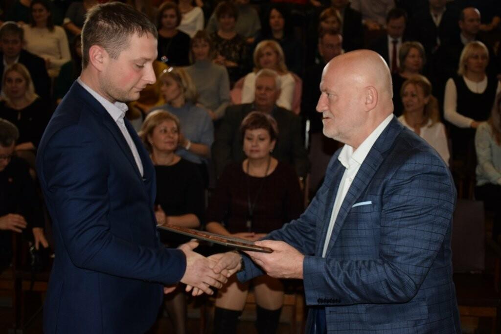 Глава Ялты поздравил сотрудников муниципальных предприятий с праздниками, фото-2