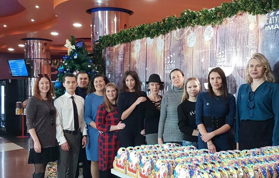 Ребят из многодетных семей поздравили с новогодними праздниками, фото-1