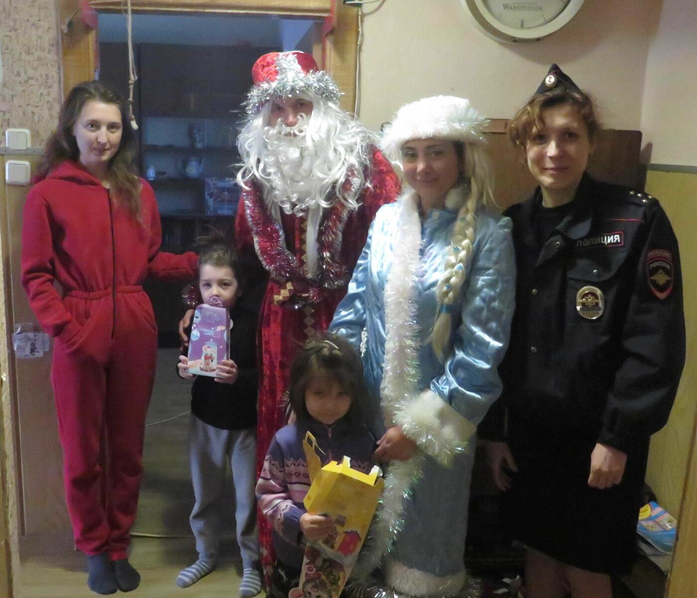 «Полицейский Дед Мороз» навестил многодетные семьи Большой Ялты  , фото-3